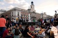 Sentada en la Puerta del Sol