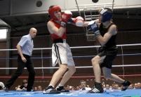 Boxeadores amateurs durante un combate en Fuenlabrada.