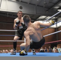 Rubén Nieto gana por KO su combate.