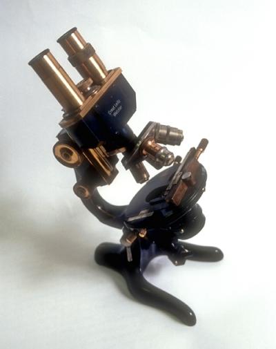Microscopio Ernest Leitz Wezlar utilizado por Santiago Ramón y Cajal
