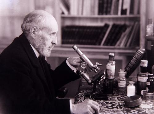 Ramón y Cajal en su casa de Madrid, 1915.