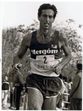 José Manuel Abascal, medalla de bronce en los 1500, en los JJ OO de Los Ángeles, 1984, corriendo en la Casa de Campo, Madrid, 1987.
