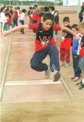 El atletismo es una asignatura más en la vida. En la foto Ángel Aguado, campeón des Petits Lapins, Lyon (France), 2004.