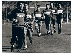 Un entrenamiento rutinario, abril, 1995. Adivinen quién es el segundo por la izquierda.