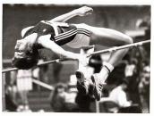 Stefka Kostadinova lo ganó todo: Juegos Olímpicos, Campeonatos del Mundo, Indoor y aire libre, Campeonatos de Europa, de su país, de su pueblo, ¡todo! Aún mantiene el record del mundo de altura: 2'09 m (Roma, 30 de agosto de 1987). En la foto aparece saltando en el Palacio de los Deportes, Madrid, febrero, 1988.