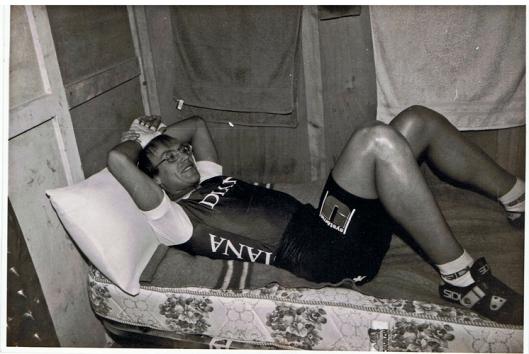 Laurent Fignon en un descanso durante los 6 días ciclistas de Madrid, 1987.