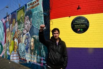 Cartel homenaje a las Brigadas Internacionales pintado en Northumberland Street, barrio catolico de Belfast, Irlanda del Norte.