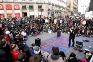 El profesor Juan Carlos Monedero dio sus clases en la Puerta del Sol el 24 de noviembre de 2012. Al poder eso no le gustó nada.