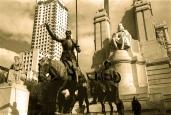 La Plaza de España se ha convertido en el objetivo de la codicia especulativa. -¡Voto a dios, que me espanta esta torpeza! -Guárdese de exabruptos vuesa merced, señor don Alonso, que contra esos gigantes poco pueden enmendar las órdenes de caballería -le dijo Sancho.