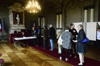 Bureau du vote, dans la Mairie de Saint Germain en Laye, 11h
