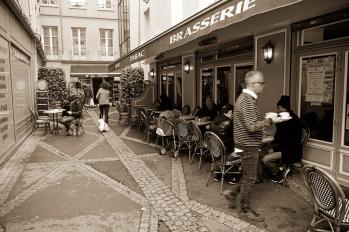 El impasse del Café le Procope, por donde Brando perseguía al cliente que rechazó los servicios de une mademoiselle.