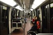 El metro de París, línea1, Chatelet, inusualmente vacío un domingo a las 20:10.