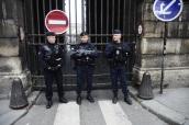 Rue Rivoli tomada por los CRS
