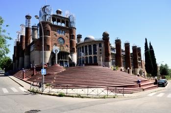 Aspecto exterior de la catedral que Justo Gallego construye en terrenos de su propiedad en Mejorada del Campo.
