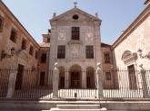 Monasterio de la Encarnación, en Madrid, obra de Alberto de la Madre de Dios, construido entre 1611 y 1616. En su fachada se inspiró Alonso Carbonel para levantar el de Loeches