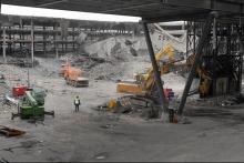 El inmenso aparcamiento de la T4 de Barajas, que se había inaugurado unos meses antes, quedó completamente destruido en el atentado perpetrado el 30 de diciembre de 2006. Las fotos corresponden a unos días después, al 9 de enero de 2007, tomadas durante las tareas de desescombro e identificación de los cientos de vehículos atrapados en el aparcamiento.
