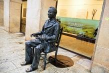 Escultura de Machado en Soria.
