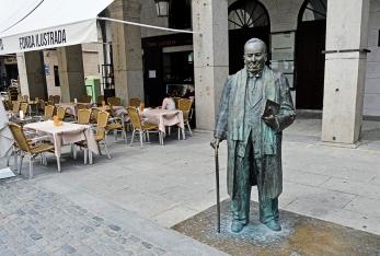 Demasiado cochinillo y torrezno comió don Antonio en Segovia, tanto que le cambiaron la morfología.