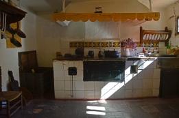 Cocina de la pensión donde residió Machado en Segovia.