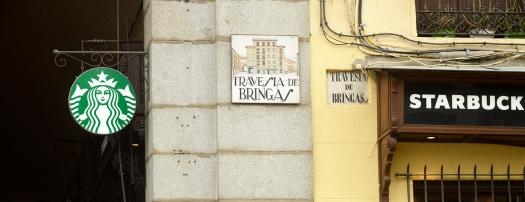 Travesía de Bringas en la esquina entre la calle Ciudad Rodrigo y la Cava de San Miguel. El nombre no corresponde a los protagonistas de Tormento.