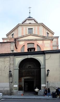 Iglesia de San Sebastián, en la Calle Atocha, donde hoy, como ayer, hay mendigos confiando en la caridad ajena.