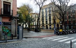 """Explanada frente al cuartel del Conde Duque, la actual plaza de los Guardias de Corps, escenario donde pena sus días Ramón Villaamil, el cesante de """"Miau""""."""