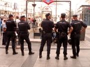 En la abdicación de Juan Carlos I, junio de 2014, algunos de los viandantes en la Puerta del Sol no eran policías.