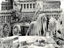 Felinos II. Hipomenes y Atalanta tiran del carro de Cibeles como castigo por haberse dado a la lujuria en el templo de Zeus.